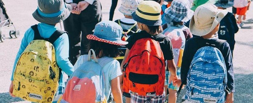 Jak wybrać zdrowy plecak dla pierwszoklasisty? Są 3 zasady